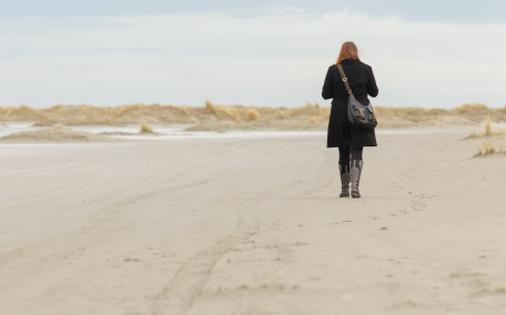 Kozzi-lonely-woman-walking-on-a-beach-456 X 285